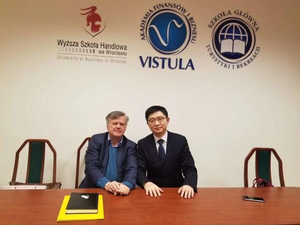会见丝绸之路发展计划之父,Wojciech Hubner教授(左一)